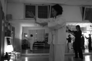 jessica agosti durante una lezione di tai chi a udine